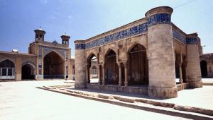 atigh jame mosque in shiraz